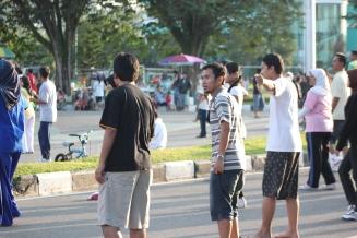 Olahraga pagi di lapangan Merdeka