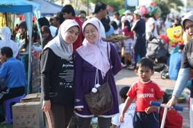 Pasar rakyat tiap minggu saat Car Free Day di lapangan Merdeka